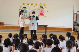 毎年恒例、田村先生に『七夕の手遊び歌』を教えてもらいました。