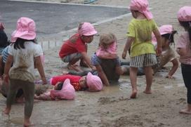 泥ともっと仲良くなりたくて、ずずずず~と泥に身を任せて…う~ん!幸せ~!